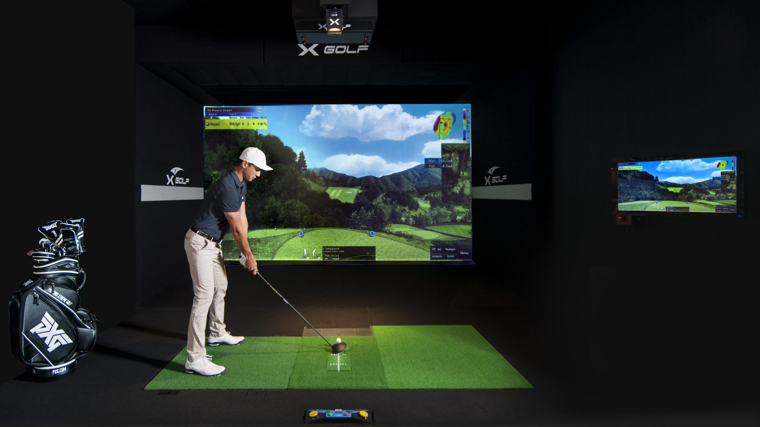 Golf Pro playing X-Golf Simulator